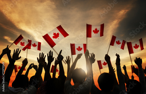 Montage in der Fensternische Kanada Group of People Waving Canada Flags