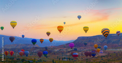 Keuken foto achterwand Ballon Hot air balloons sunset