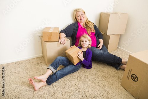 Fotografie, Obraz  Young Mother and Daughter In Empty Room With Moving Boxes