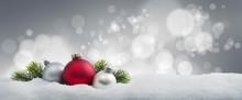 Weihnachtskugeln Im Schnee 3