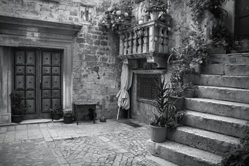 Obraz na Szkle Uliczki Croatia. Trogir - monochrome black white photo