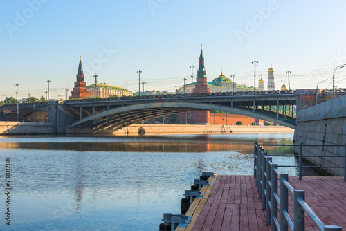 Foto op Canvas Londen morning cityscape of Moscow, a bridge across the river