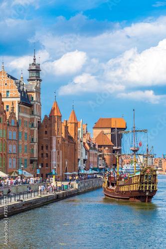 fototapeta na szkło Cityscape on the Vistula River in Gdansk, Poland.