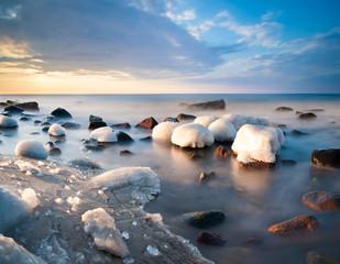 FototapetaMorska plaża skuta lodem