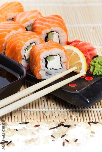 rolki-sushi-z-lososia