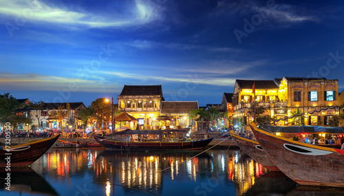 Foto  Hoi An old town in Vietnam after sunset