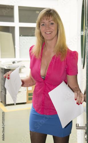 Secretary Wearing Short Skirt And Low Cut Shirt  Kaufen -9239