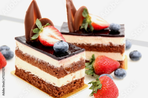 Tuinposter Dessert chocolate cake with strawberry