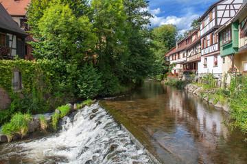 Fototapeta na wymiar Maisons au bord de la Weiss à Kaysersberg, Haut Rhin, Alsace