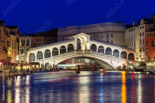 Cadres-photo bureau Venice Night view of Rialto bridge and Grand Canal in Venice. Italy
