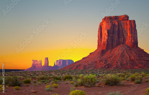 Foto op Canvas Bleke violet Monument Valley, USA colorful desert sunrise