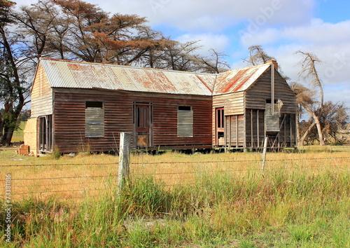Fotografía  Viejo y ruinoso granja de campo en Australia