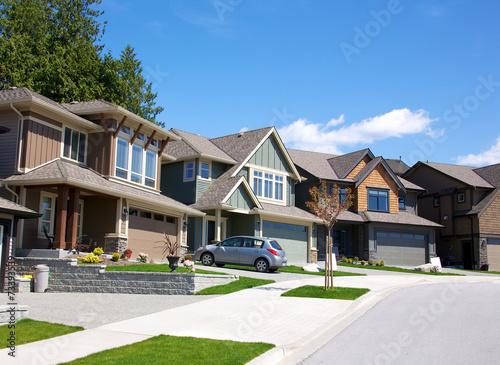 Fotografía  Elegant homes in an upscale residential neighbourhood