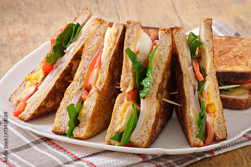 Spoed Foto op Canvas Snack Club sandwich with chicken and ham