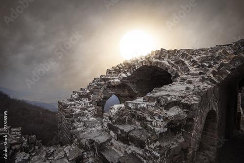 Cadres-photo bureau Muraille de Chine ancient military ruins in the dusk