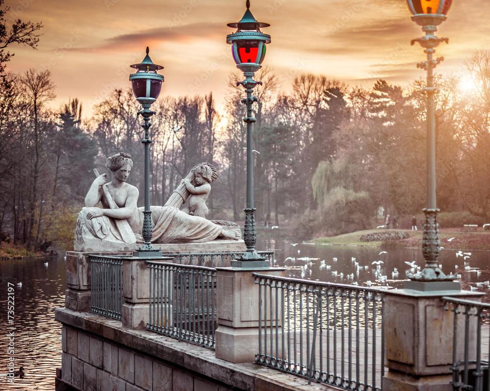 Fototapety, obrazy: Pomnik w Łazienkach Warszawskich