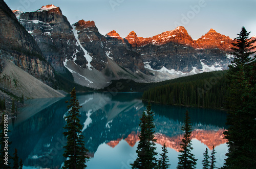 Aluminium Prints Bestsellers Sunrise by Moraine lake