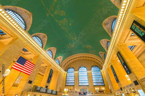 фотография NEW YORK, JUNE 8: commuters and tourists in the grand central st