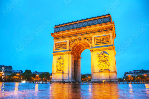 Valokuva Arc de Triomphe de l'Etoile in Paris