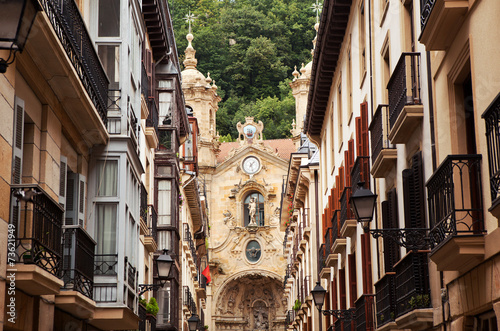 Photo  The church in the old town of San Sebastian, Spain.
