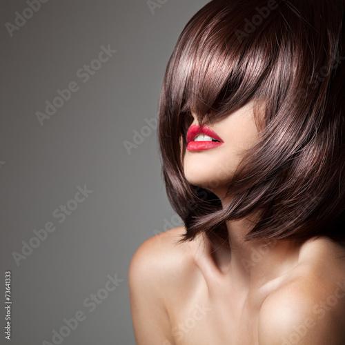 Obraz na plátně  Krása model s dokonalou dlouhé lesklé hnědé vlasy. Close-up portr