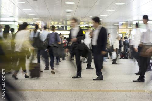 Fotografie, Obraz  大混雑する大都会の駅を行き交う様々な人々 イメージ(スローシャッター)