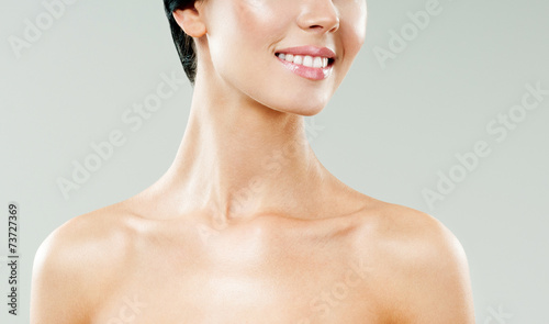Fotografia young beautiful woman smiling. perfect skin