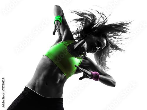 kobieta-cwiczen-fitness-zumba-taniec-sylwetka