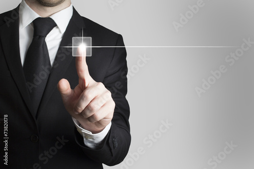 Photo businessman pushing touchscreen button