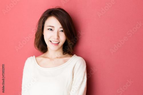 Fototapeta attractive asian woman on red background obraz