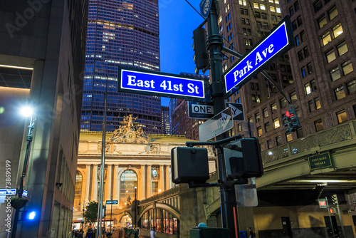 Fotomural Facade of Grand Central Terminal at twilight in New York