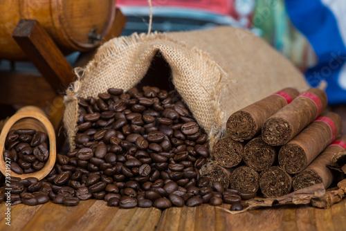 autentyczni-kubanscy-organicznie-produkty-rolne-na-drewnianym-tle