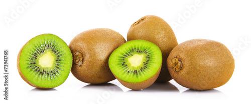 kiwi in fondo bianco
