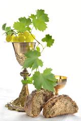 calici da messa con pane e uva