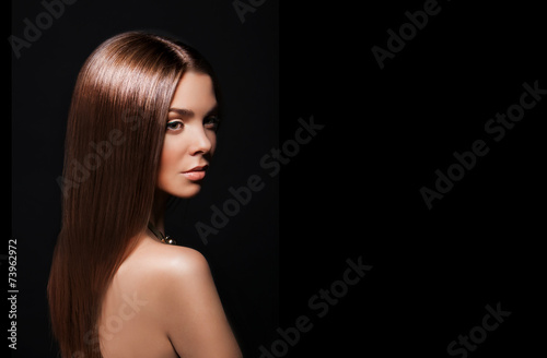 Fényképezés  Beauty Woman with Very Long Healthy and Shiny Smooth Brown Hair