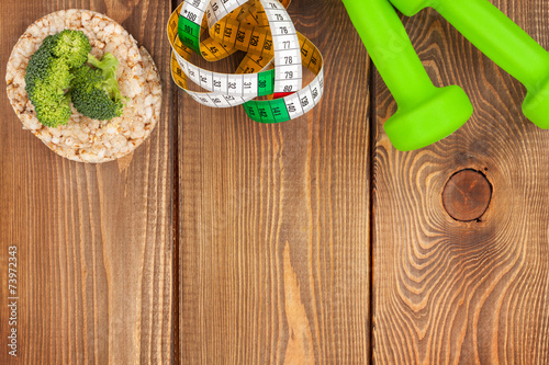 Foto op Plexiglas Fitness Dumbells, tape measure and healthy food. Fitness and health