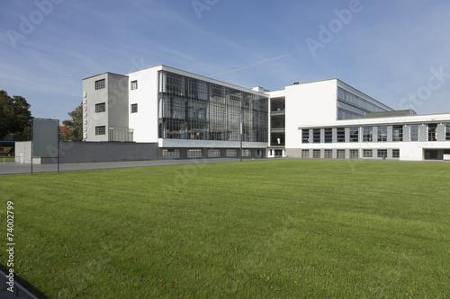Valokuva  Bauhaus mit Rasenfläche