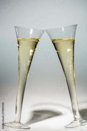 Valokuvatapetti Champagner oder Sekt im Sektglas