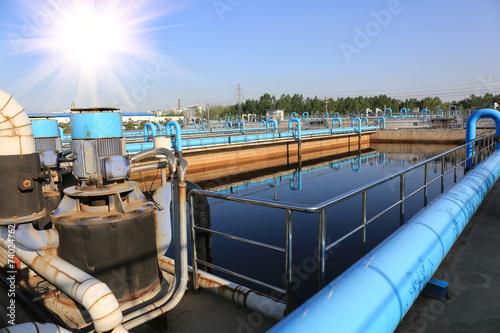 Fotografía  Moderna planta de tratamiento de aguas residuales urbanas