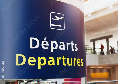 Foto op Aluminium Luchthaven Departures sign in airport of Paris