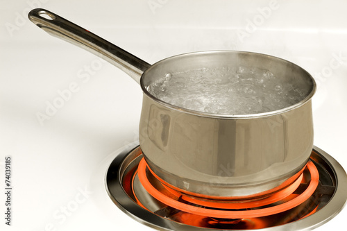 Valokuva  Pan of Boiling Water On Hot Burner