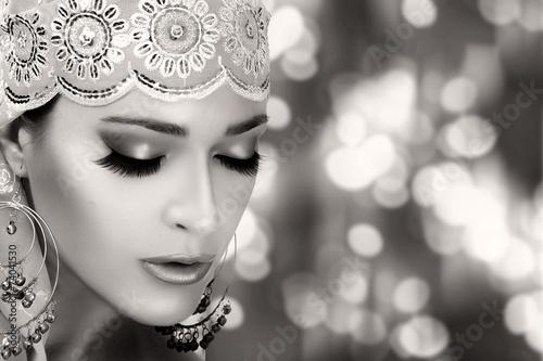 fototapeta na lodówkę Etniczne Moda Uroda. Ethnic kobieta. Monochromatyczny Portret