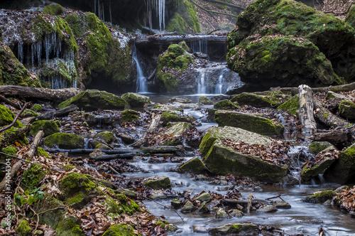 Fototapeten Wasserfalle Creek deep in the forest