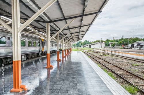 Papiers peints Gares Passenger platform at the day on the railway station
