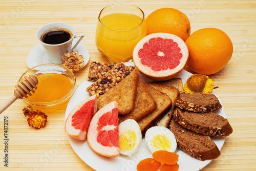 healthy breakfast © irinayurchenko