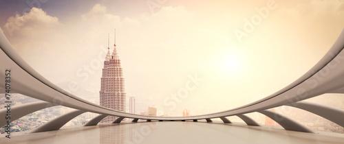 nowoczesny-wiezowiec-patrzac-z-okna-w-stylu-futurystycznym