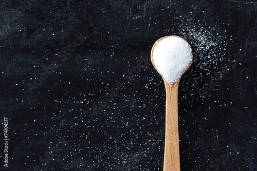 Obraz na plátne sugar in wooden spoon