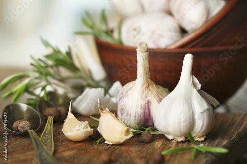 Foto auf Leinwand Gewürze 2 Raw garlic and spices on wooden table