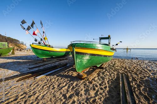 Wall mural - Morze Bałtyckie, łodzie rybackie na plaży