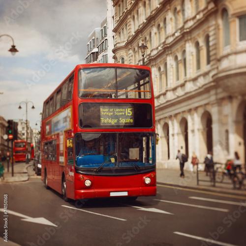 Poster Londres bus rouge London red bus. Tilt shift lens.
